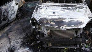 Έβαλαν φωτιά σε αυτοκίνητα στου Παπάγου και στη Δουκίσσης Πλακεντίας
