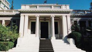 Μαξίμου: Εrga omnes και συνταγματική αναθεώρηση προϋπόθεση για συμφωνία