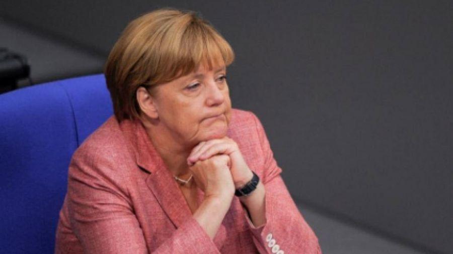 Spiegel: Η Μέρκελ απέσυρε το σχέδιο Σόιμπλε για Grexit για τον Ολάντ