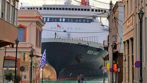 Χίος: Δεμένο στο λιμάνι το «Νήσος Σάμος» λόγω μηχανικής βλάβης
