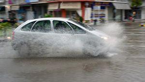 Ναύπλιο - Καταιγίδα: Προβλήματα στους δρόμους - Κοκκίνισε η θάλασσα