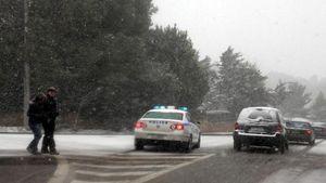Κλείνουν σταδιακά δρόμοι στην Αττική εξαιτίας της χιονόπτωσης