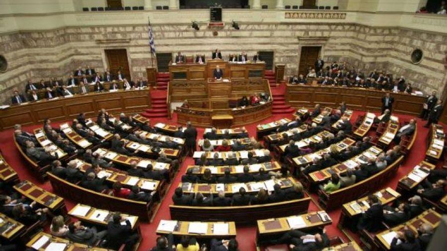 Βουλή: Σε υψηλούς τόνους συνεχίζεται η συζήτηση του προϋπολογισμού