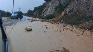 Χαλκιδική: Έντονη βροχή, δυνατό χαλάζι και κατολισθήσεις (video)