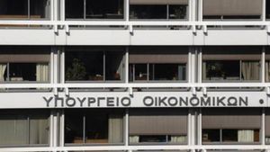 """""""Τρύπα"""" 1,76 δισ. ευρώ στα έσοδα την περίοδο Ιανουαρίου-Αυγούστου"""