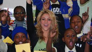Οι business των stars: Η ΜΚΟ της Shakira αγκαλιάζει τα φτωχά και ορφανά παιδιά