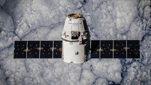 Η SpaceX θα στείλει τους πρώτους αστροτουρίστες γύρω από τη Σελήνη το 2018
