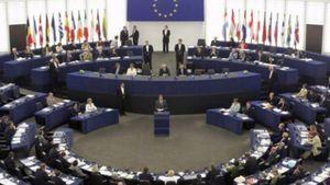 ΕΚ: Να μην επωμίζονται οι πολίτες το βάρος της διάσωσης των τραπεζών
