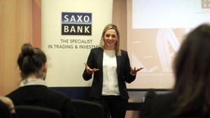 Saxo Bank: Σταθερή ανάπτυξη στην Ελλάδα