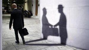 Ευρωβαρόμετρο: Η στάση των Ευρωπαίων απέναντι στη διαφθορά