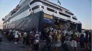 Κορυφώνεται η έξοδος του 15αύγουστου- Αυξημένη κίνηση και έλεγχοι στα λιμάνια
