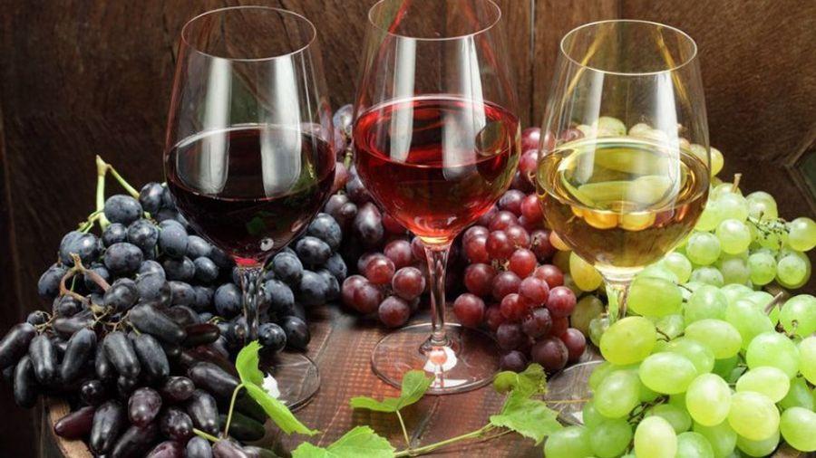 Εξαιρούνται τα προϊόντα ελιάς, τυριά και κρασιά της Ελλάδας από τους αμερικανικούς δασμούς