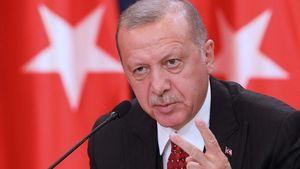 Ερντογάν σε Μακρόν: Γιατί στηρίζετε τις μαξιμαλιστικές θέσεις της Ελλάδας και της Κύπρου;