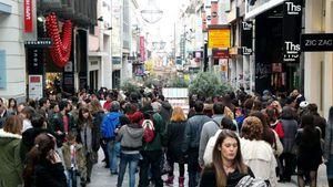 Ουρές από πολίτες για τα τελευταία ψώνια πριν από το Lockdown