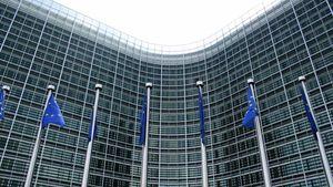 ΕΕ: Κίνδυνος για Ελλάδα λόγω μη συμμόρφωσης στο νόμο για τα απόβλητα