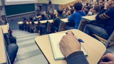Ανοικτό πανεπιστήμιο: Ευχαριστημένοι από τις ηλεκτρονικές εξετάσεις οι φοιτητές