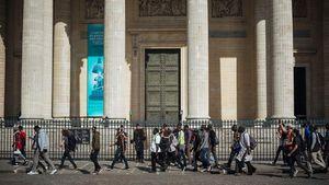 Γαλλία για μετανάστες: Η αυστηροποίηση της πολιτικής είναι άκρως απαραίτητη