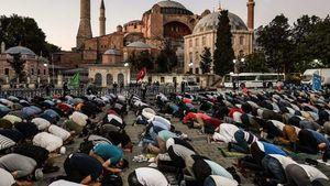 Ερντογάν: 350.000 άνθρωποι παραβρέθηκαν στην προσευχή στην Αγιά Σοφιά