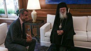 Πέτσας: Επικοινωνία Μητσοτάκη-Αρχιεπισκόπου για τις εκκλησίες