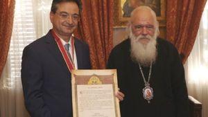 Απονομή Μεταλλίου Αρχιεπισκοπής Αθηνών στον κ. Φ. Καραβία