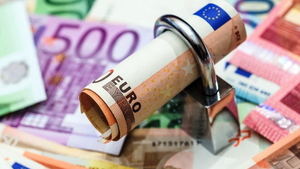 Εφορία: Σε ποια ποσά και επιδόματα δεν μπορεί να κάνει κατάσχεση