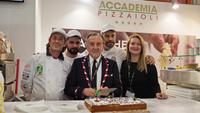 Accademia Pizzaioli: Κοπή πρωτοχρονιάτικης πίτας από τον Ιταλό πρόεδρο E. Famà στη Horeca
