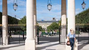 Η Ελένη Μενεγάκη για πρώτη φορά στα εργαστήρια της L'Oréal Paris στο Παρίσι