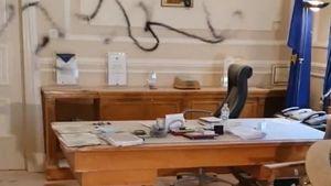 Εισβολή κουκουλοφόρων στο Οικονομικό Πανεπιστήμιο - Τραμπούκισαν τον πρύτανη