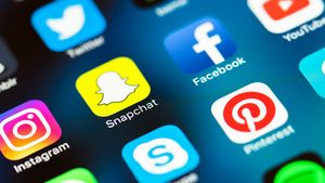 Τα social media απoτυγχάνουν να αντιμετωπίσουν τα fake news για τον κορονοϊό