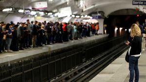 Γαλλία: ''Παραλύουν'' τα πάντα λόγω απεργιών κατά των μεταρρυθμίσεων στο συνταξιοδοτικό