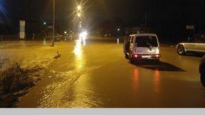 Πλημμύρισαν δρόμοι και επιχειρήσεις στην Άρτα