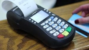 Τράπεζες: Παράταση στις ανέπαφες συναλλαγές χωρίς PIN