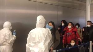 «Ελ. Βενιζέλος»: Ελέγχονται με θερμομέτρηση πλήρωμα και επιβάτες πτήσεων από Κίνα (video)