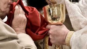 Οικουμενικό Πατριαρχείο: Θεία Κοινωνία με κουταλάκι μιας χρήσεως