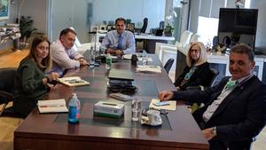 Συνάντηση Θεοχάρη με τους Προέδρους των ΞΕΕ, ΠΟΞ και ΠΙΣ για τα υγειονομικά πρωτόκολλα