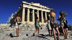 Guardian: Ξεχάστε τις γεμάτες παραλίες και ξενοδοχεία στην Ελλάδα