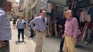 Βόλτα Αλέξη Τσίπρα στο κέντρο της Αθήνας