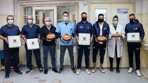 ΒΕΝΕΤΗΣ - ΠΑΕ Απόλλων Σμύρνης: Πρόσφεραν 4.660 βασιλόπιτες στο προσωπικό Νοσοκομείων