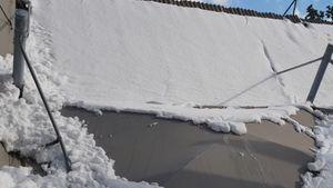 Κακοκαιρία «Μήδεια»: Bενζινάδικο κατέρρευσε από το βάρος του χιονιού στο Χαϊδάρι